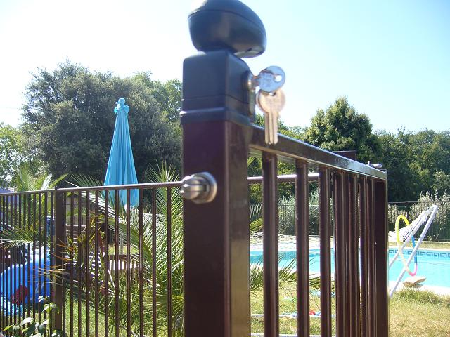 portillon piscine avec fermeture de rappel et verrouillage