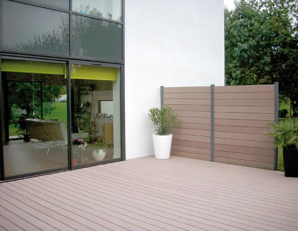 cl tures en lames de bois composite. Black Bedroom Furniture Sets. Home Design Ideas